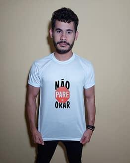 Homem usando camiseta não pare de orar