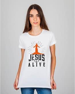 Mulher usando camiseta Jesus is alive