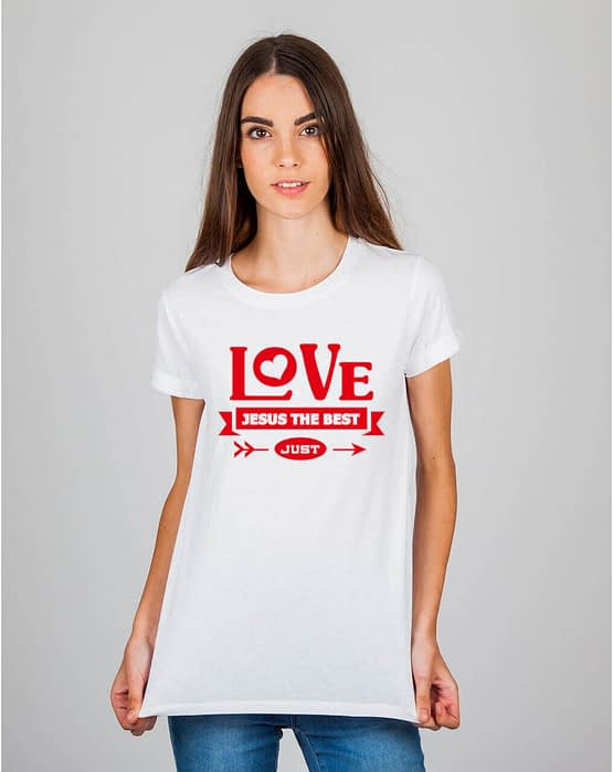 Mulher usando camiseta Love Jesus the best