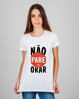 Mulher usando camiseta não pare de orar