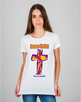 Mulher usando camiseta Jesus Christ You are my life