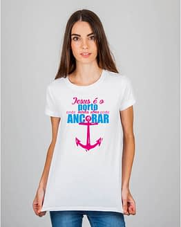 Mulher usando camiseta Jesus é o porto onde minha alma pode ancorar