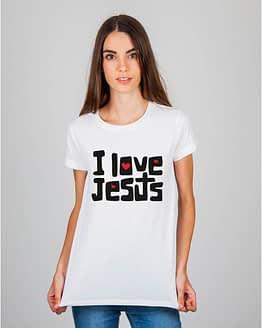 Mulher usando camiseta I Love Jesus