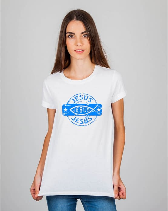 Mulher usando camiseta Jesus Jesus Jesus