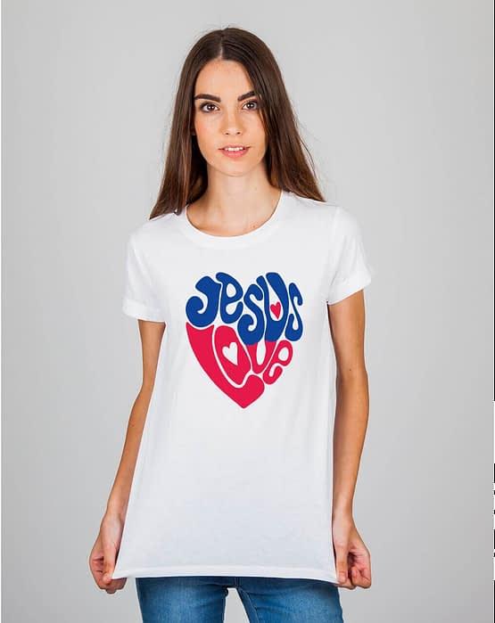 Mulher usando camiseta Jesus love