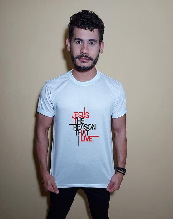 Homem usando camiseta Jesus the reason that I live